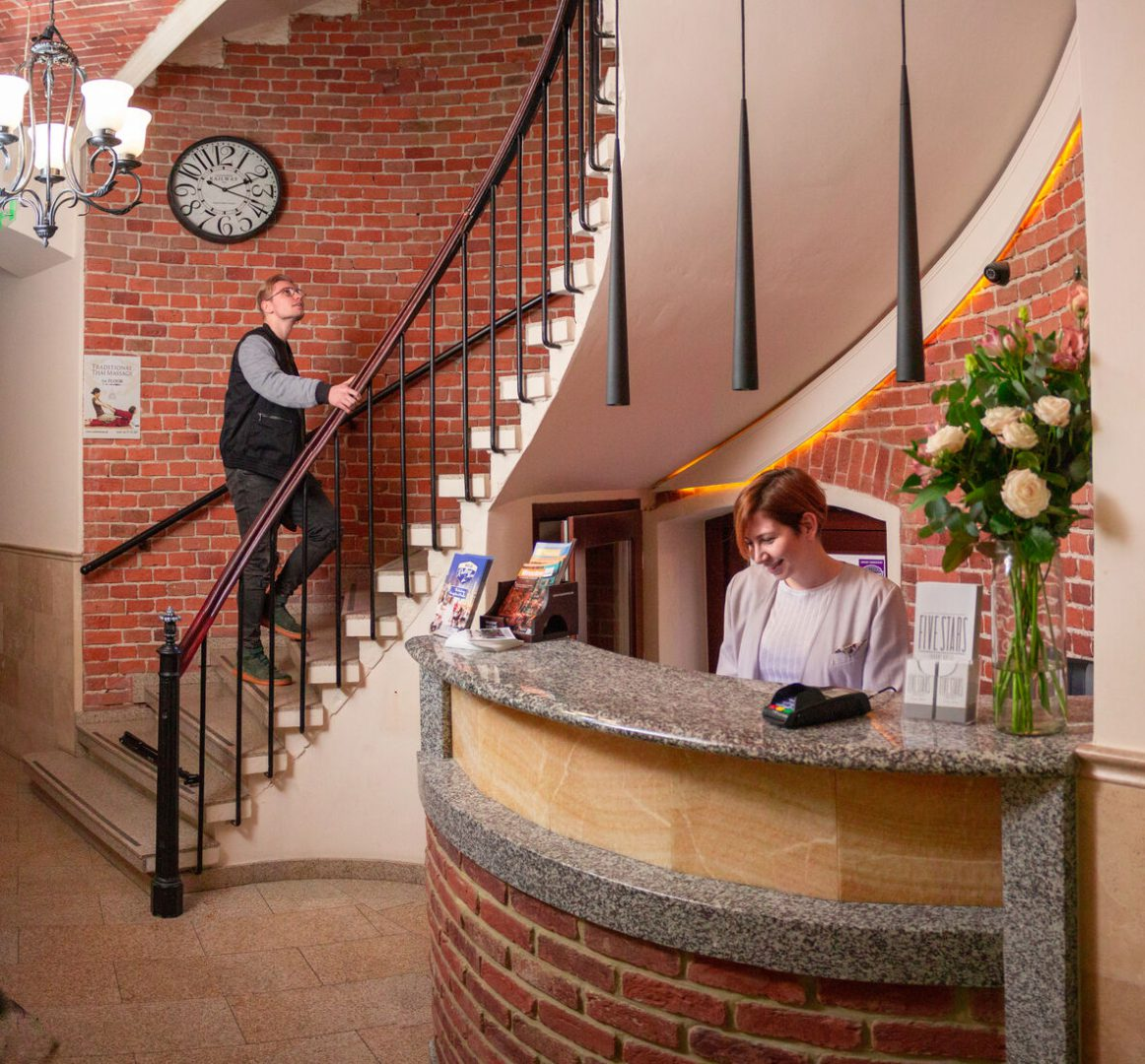 Five Stars Bed & Breakfast Hostel Wrocław recepcja i kontakt